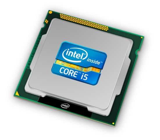 Процесор обично изгледа овако некако, с тим што га не видите чим отворите рачунар јер је сакривен испод хладњака.