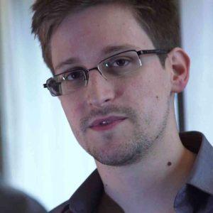 Edvard Snouden - otkrio da su svi na internetu predmet špijunaže